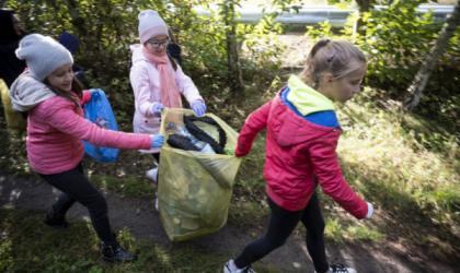 Dzieci sprzątają Toruń