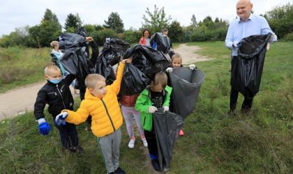 Uczniowie sprzątają Toruń